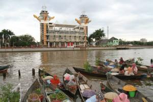 Menara & Pasar terapung wisatabanjarmasin.com