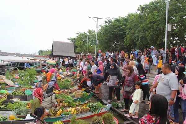 Pasar Terapung Siring Sungai Martapura Banjarmasin wisatabanjarmasin.com