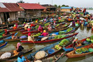 Suasana pasar terapung Kuin (Sumber: Wikipedia)